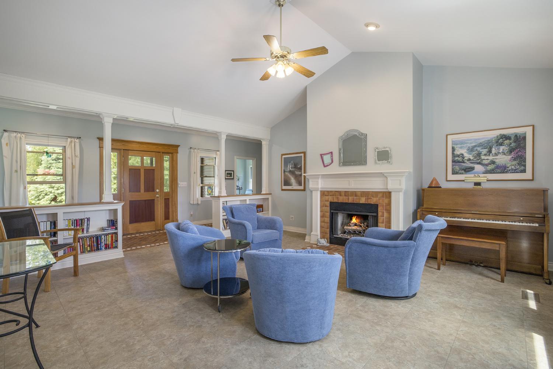 4871 Pratt Road - Main living room